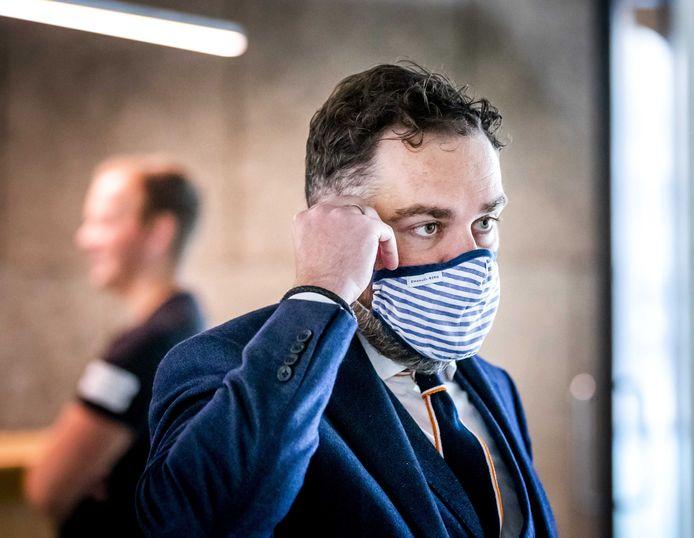 Klaas Dijkhoff van de VVD met een mondkapje.