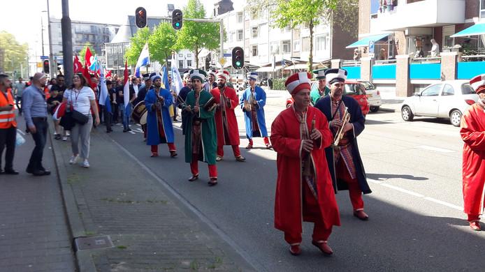 De optocht van de deelnemers in Arnhem.