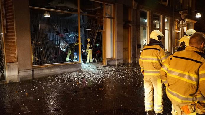 De schade in de Engestraat na de ramkraak.