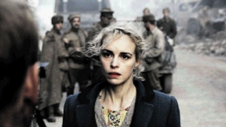 Actrice Nina Hoss in de film over verkrachtingen in Berlijn, 1945. (FOTO AF ) Beeld AFP