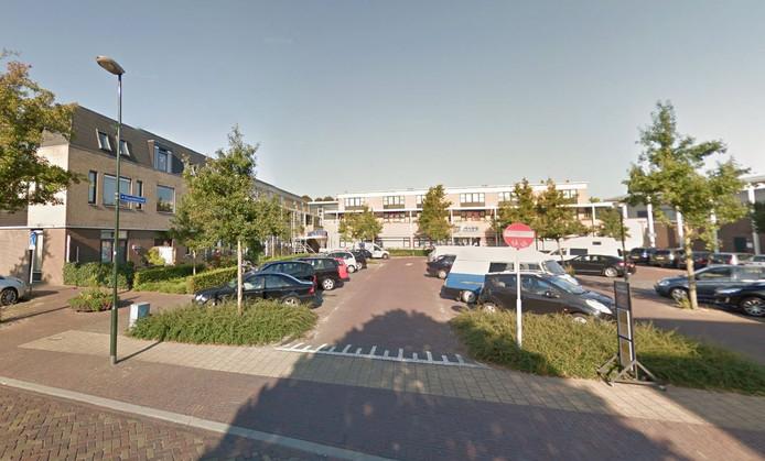 De Aldi zit in Zeeland behoorlijk klem tussen gemeenschapshuis De Garf en pizzeria.