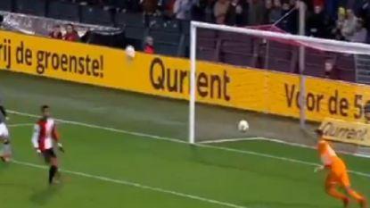 Slim of toch vooral gemeen? Feyenoord-fan gooit tweede bal op het veld bij kans voor PSV op late 2-2