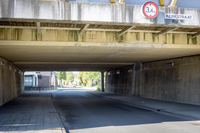 Het viaduct Kerkstraat/Stationsstraat dat een make-over nodig heeft volgens sommigen.