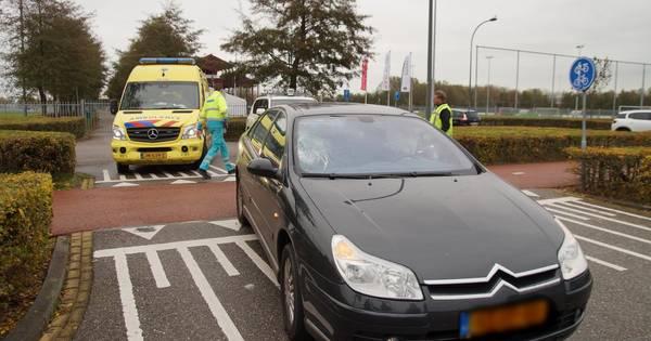 Scooterrijder gewond door botsing met auto in Waalwijk.