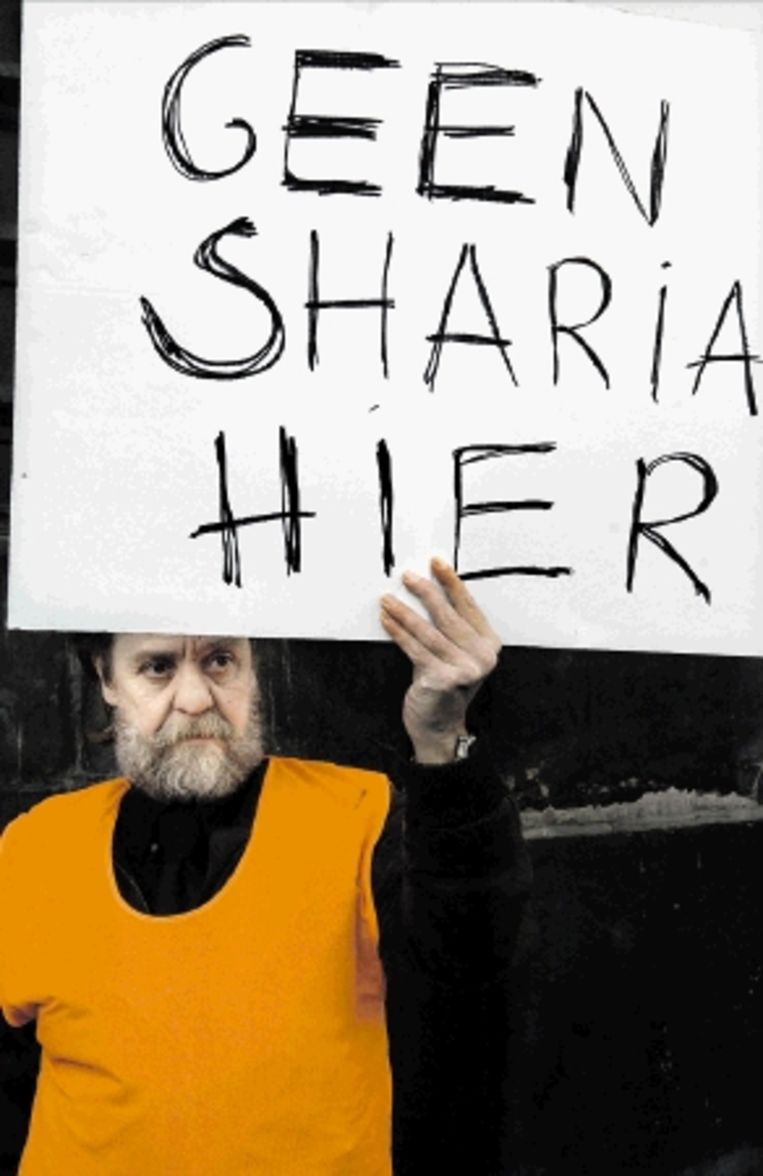 Deze man, deelnemer aan een eerdere demonstratie, uit zijn ongenoegen over de ¿islamisering van Europa¿. (FOTO HERMAN WOUTERS, HH) Beeld Herman Wouters/Hollandse Hoogte