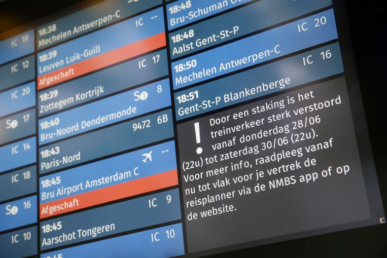 Illustration picture shows an information message on the screens at Brussels Midi train station (Bruxelles-Midi - Brussel-Zuid) at the start of a 24 hours strike organised by union ACOD Spoor / CGSP Cheminots, Thursday 28 June 2018, in Belgium. For the first time, there will be a guaranteed minimum service organised. BELGA PHOTO NICOLAS MAETERLINCK
