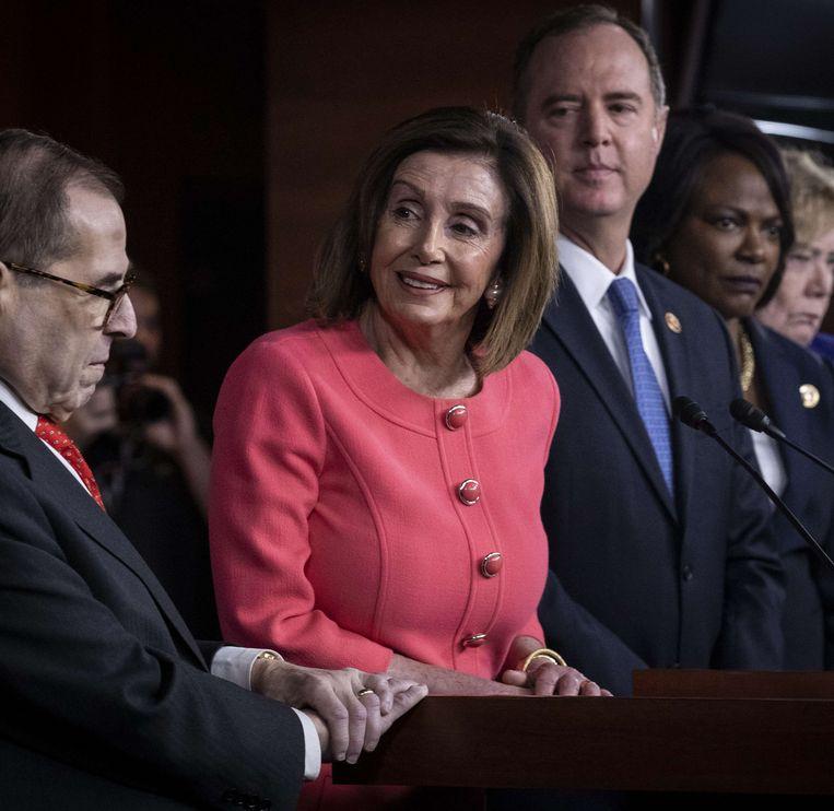 Voorzitter Nancy Pelosi van het Huis van Afgevaardigden maakt woensdag bekend welke zeven Democraten als aanklager zullen fungeren. Beeld AFP