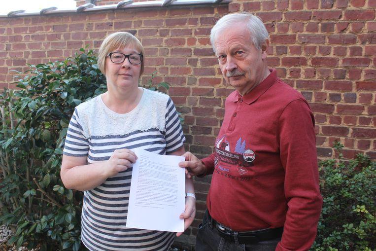 Hilde Lossie en Erwin D'Haese verzamelden handtekeningen.
