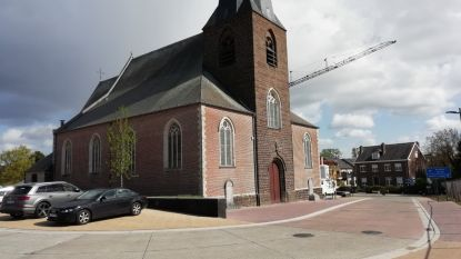 Gemeente krijgt 130 skeletten in bewaring na heraanleg van parking rond de kerk
