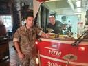 Kapitein Maarten Grendel is blij dat chef-kok Pierre Wind de rantsoenen van Defensie wil keuren.