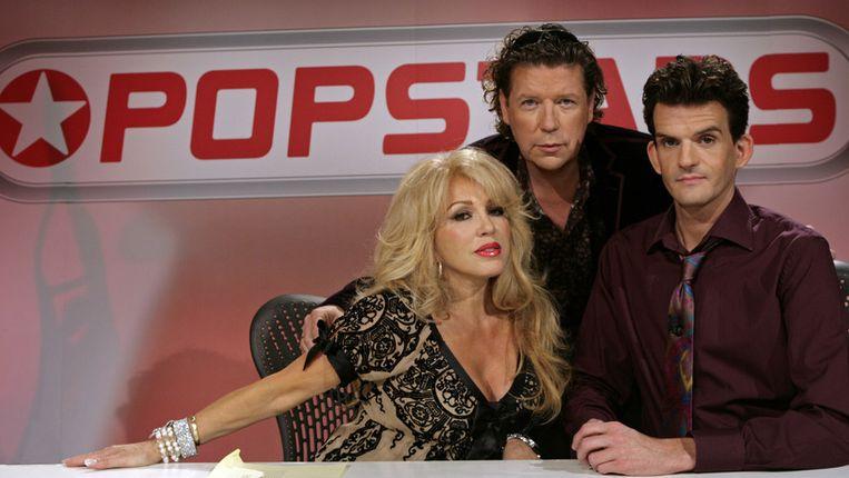 Henk Jan Smits (midden) presenteerde in 2008 de talentenjacht Popstars, met Patricia Paay en Maurice Wijnen Beeld null
