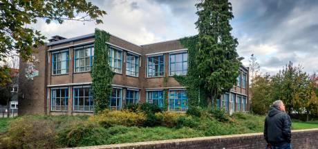 Bonje om een oude school in Sliedrecht: raadselachtige ommezwaai en handjeklap in christelijke kringen