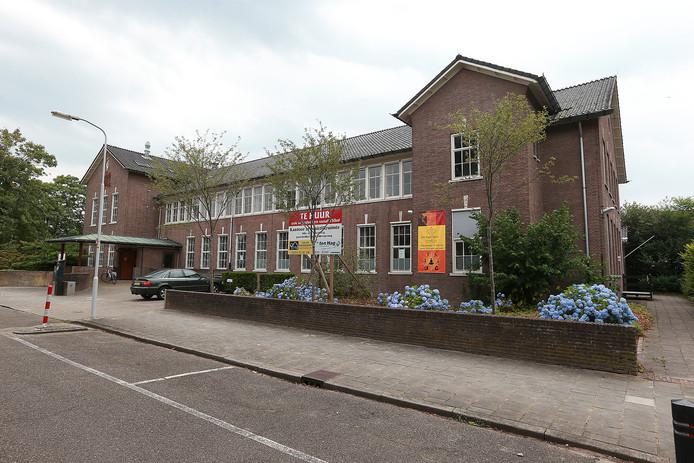 Het voormalige pand van de sociale dienst aan de Louise de Colignystraat in Doetinchem staat te koop. Foto: Theo Kock