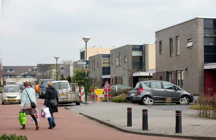 De aanleg van glasvezel in de wijk Petenbos in Veenendaal stopt halverwege de Framboos.