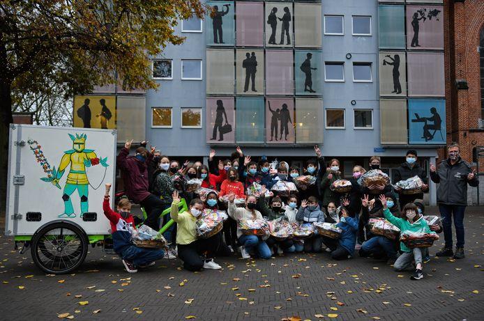 Leerlingen Sancta Maria maken feestmanden voor kansarme gezinnen in Leuven