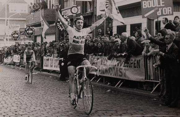 Frans Van Looy tijdens zijn tweede overwinning van de Sluitingsprijs in Putte in 1977.