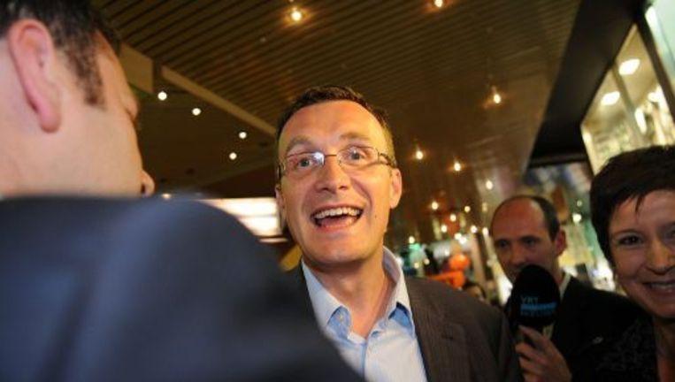 Het debat is opnieuw actueel nu bekend raakte dat Vlaams minister Pascal Smet (sp.a) homoseksueel is en zelf geen bloed mag geven, terwijl hij peter is van een campagne rond bloeddonatie.