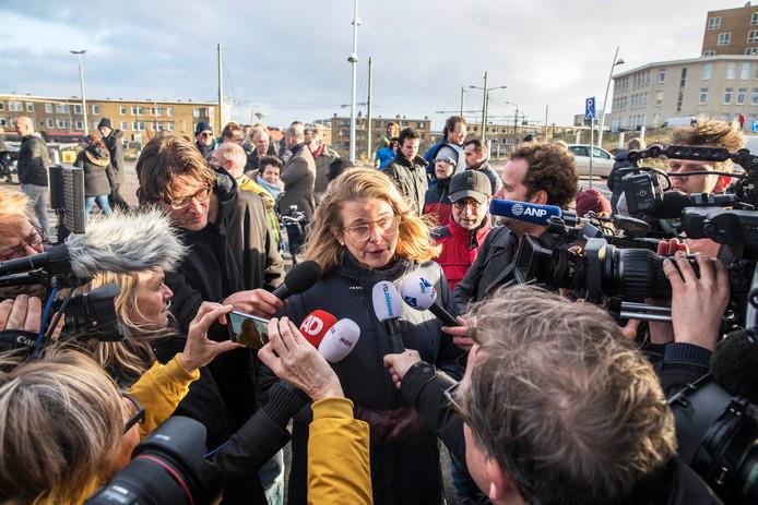 De Haagse burgemeester Krikke komt kijken in Scheveningen.