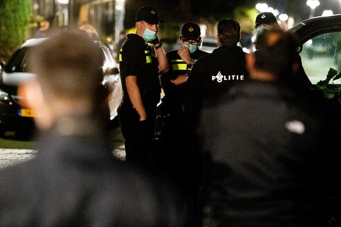 September 2018: Politieonderzoek in een woning in Vlaardingen in verband met een grote anti-terreuractie waarbij zeven mannen werden aangehouden in Weert en Arnhem.