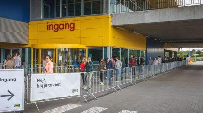 Nutteloze wachtrij voor openingstijd bij Ikea