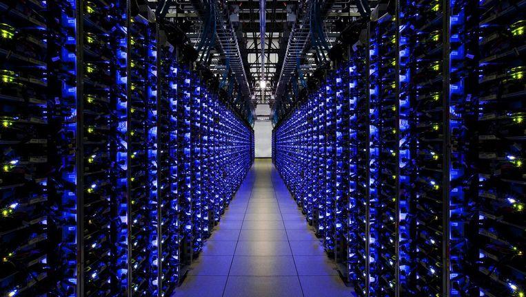 Rijen servers in het Google datacenter in Georgia. Beeld EPA