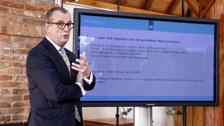 Hans Alders presenteert het concept van het eerste meerjarenprogramma 'Aardbevingsbestendig en kansrijk Groningen'. Beeld anp