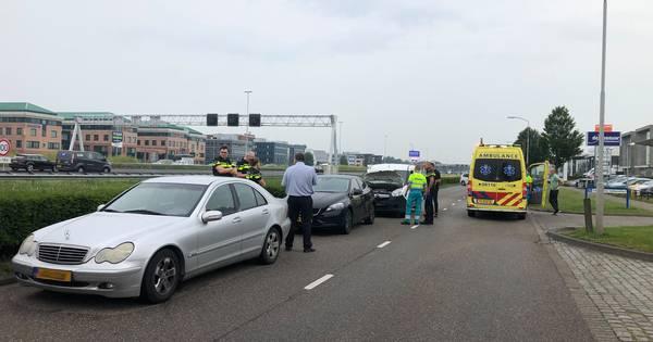 Twee gewonden bij kop-staartbotsing in Zaltbommel.