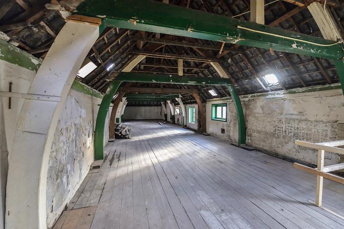 De zolder van het Koetshuis van de Kazerne aan de Paradijslaan in Eindhoven. Dit wordt een creatieve sociëteit in het plan Klein Paradijs.