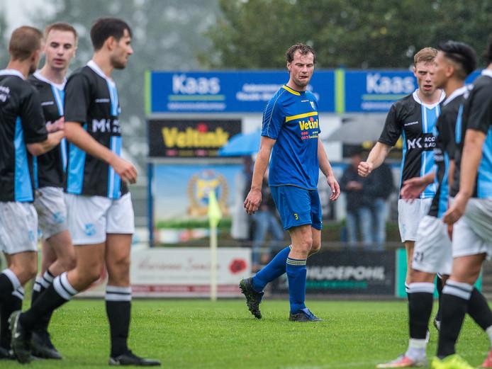 Vroomshoopse Boys-speler Rutger Schrijver baalt na de 0-1 van EVV.