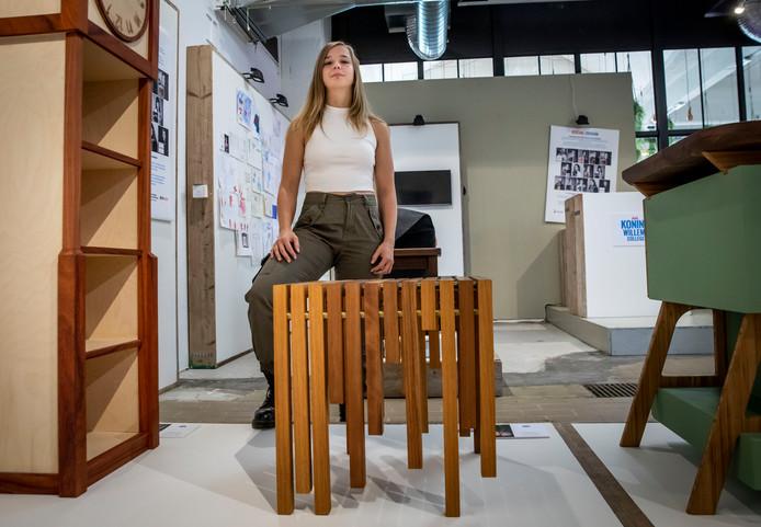 De Veldhovense studente Hanna Savenije met haar ontwerp.