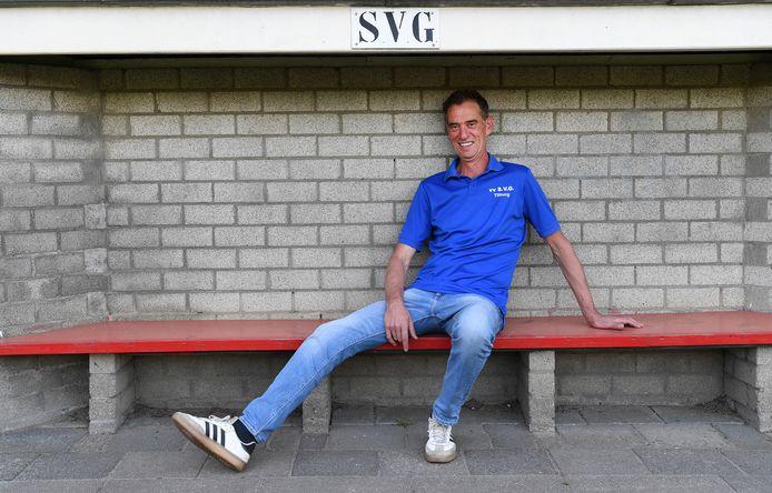 Pieter Elias in de dug-out waar hij zo vaak zat. Hij vertrekt na zes jaar bij SVG.