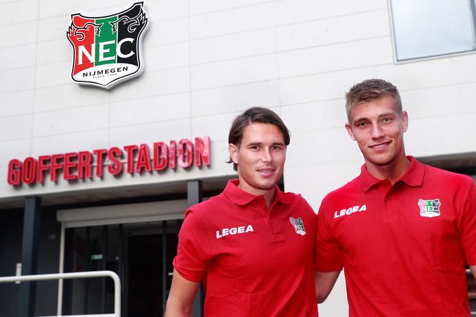 Etien Velikonja (links) en Zian Flemming maakten in het oefenduel met FC Utrceht hun officieuze debuut voor NEC.