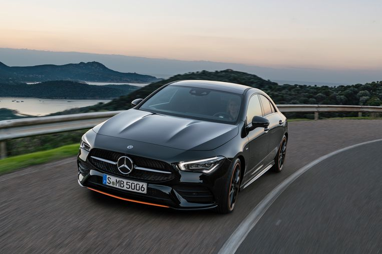 De nieuwe BMW 2 Serie Gran Coupé moet de concurrentie aangaan met deze Mercedes CLA.