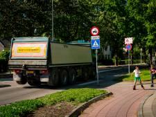 Zwaar verkeer rijdt minder vaak over Stationsweg na klachten van omwonenden