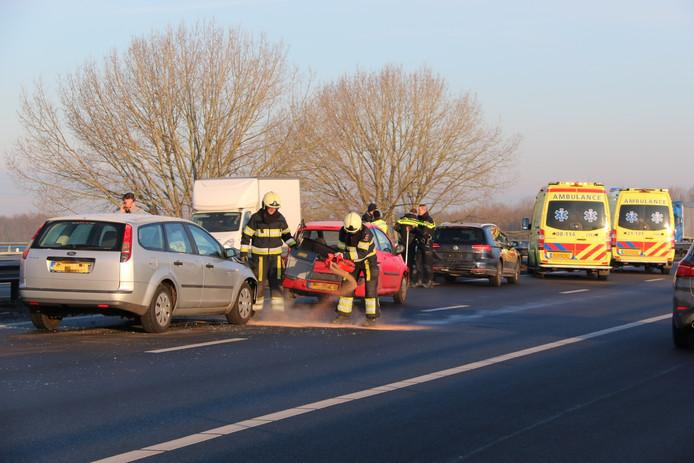 Een ongeluk op de A73 tussen Cuijk en Heumen, in de richting van Nijmegen.