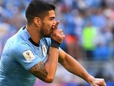LIVE: Uruguay koerst af op eerste plek tegen tien man Rusland