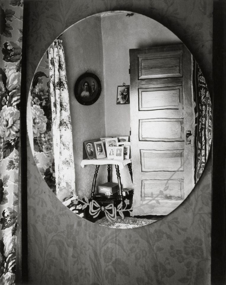 The Home Place, Norfolk, Nebraska (1947). Beeld Estate of Wright Morris