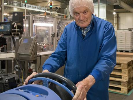 Jan is 84 jaar en kreeg contractverlenging: 'Ik kan gewoon niet zonder'