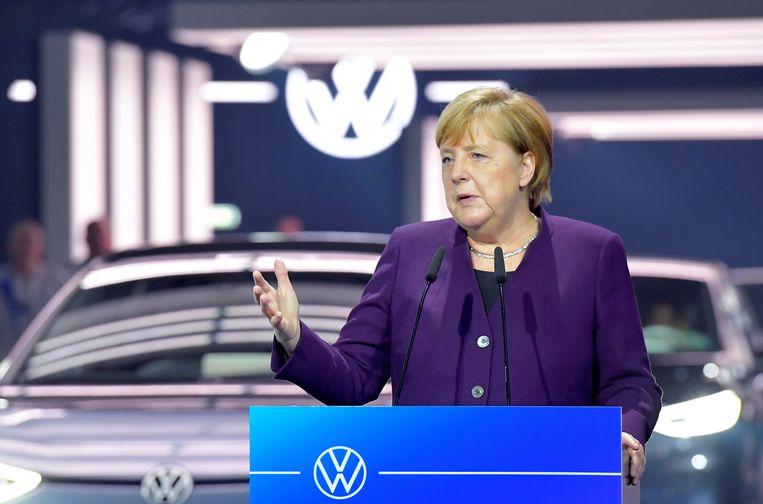 Angela Merkel wil tegen 2030 in Duitsland 1 miljoen laadpunten installeren.