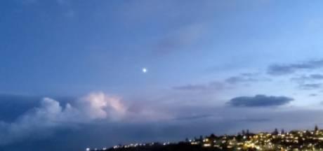 Elle filme un météore dans le ciel de Sydney sans le vouloir