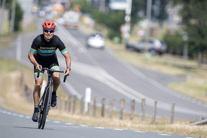Toerfietser Han Vaanhold voelt zich vaak onveilig op de weg.