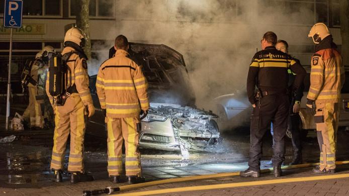 De auto van Mevlit Emekli brandde in de nacht van zaterdag op zondag volledig uit.