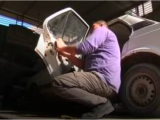 Blinde automonteur sleutelt gewoon door