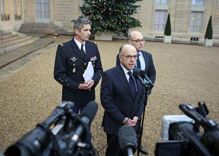 Bernard Cazeneuve eerder vandaag bij het Elysée. Beeld ap