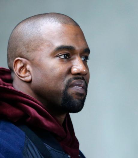 Kanye West vindt mobieltje interessanter dan première