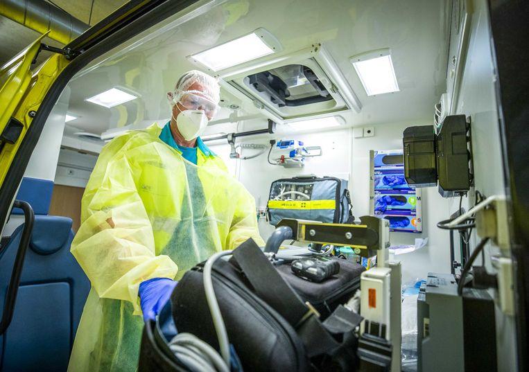 Medewerkers van de ambulancepost van het Elisabeth Tweesteden ziekenhuis in Tilburg. Beeld ANP
