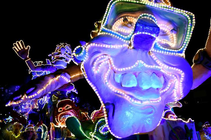 Lichtjesoptocht Standdaarbuiten als vanouds spectaculair en druk