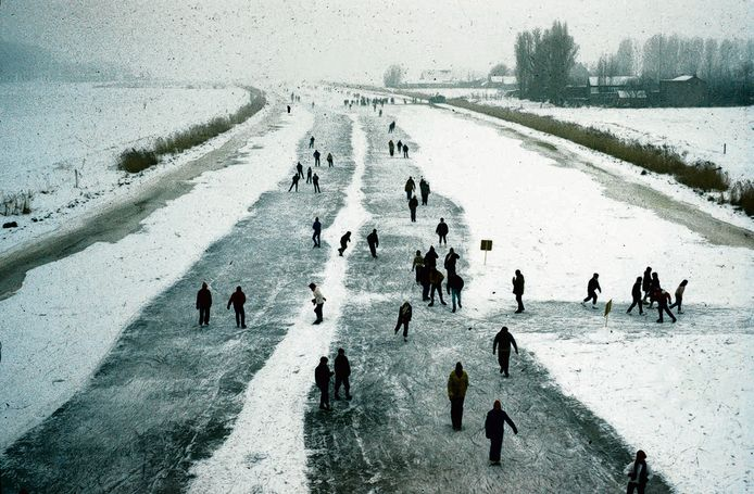 De laatste Vliettocht dateert al weer van de vorige eeuw. In 1997 was het ijs sterk genoeg om maar liefst vijfduizend schaatsers te dragen. foto Gemeentearchief Roosendaal