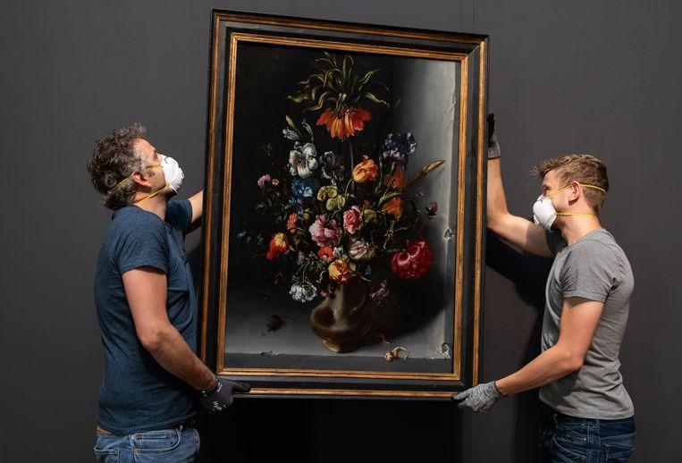 De plaatsing van het bloemstilleven van Vosmaer. Beeld Jacob Woutersz Vosmaer/Rijksmuseum Amsterdam