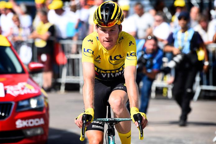 Mike Teunissen slaag er niet in om zijn gele trui vast te houden.